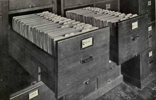 Картотеки использовались в библиотеках, бухгалтерии и канцелярии - везде, где...